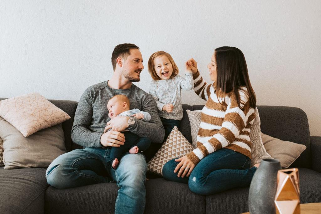 Indoor Familienshooting mit Hochzeitsfotografin Stefanie Chareonbood
