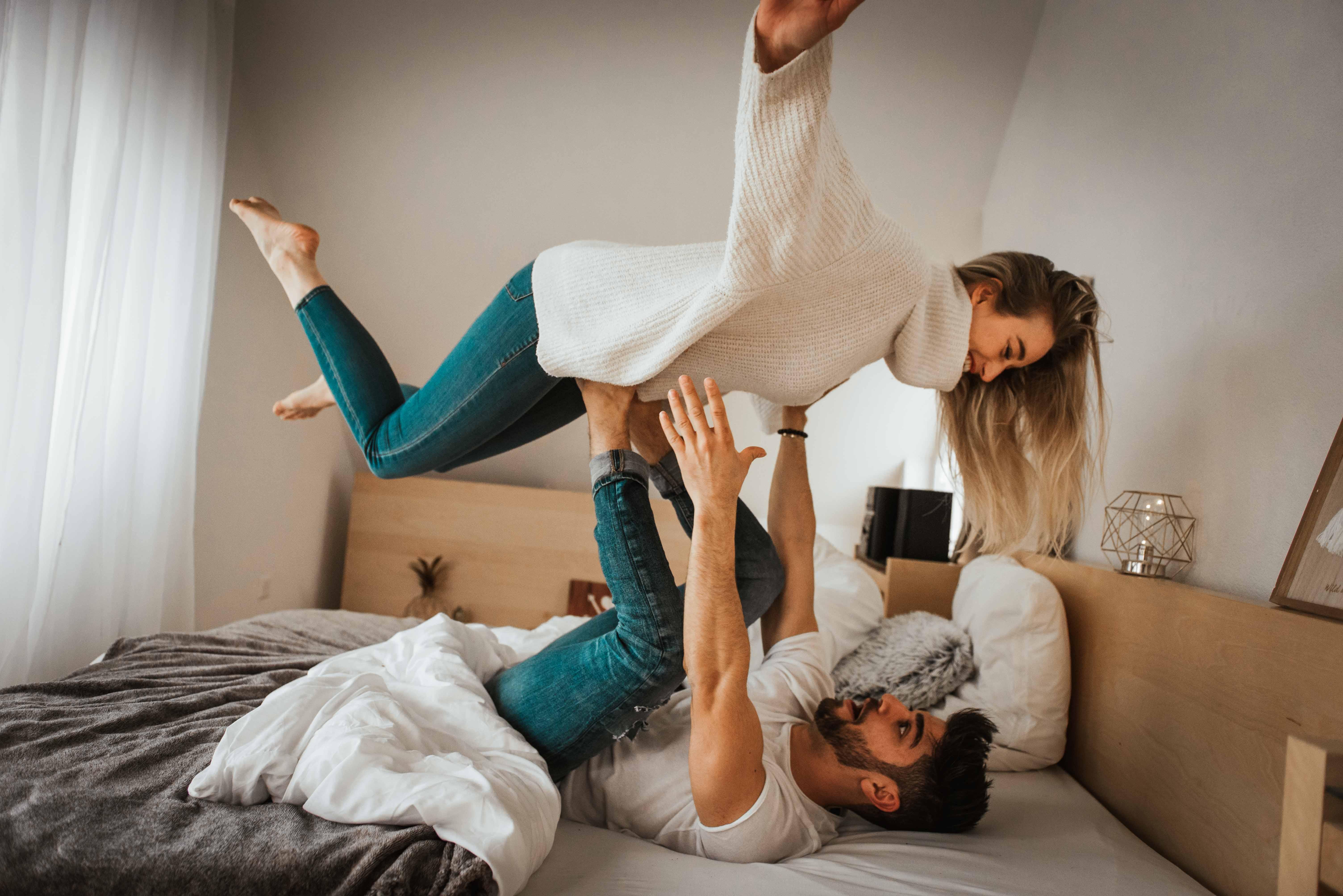 Indoor Paarshooting mit Hochzeitsfotografin Stefanie Chareonbood