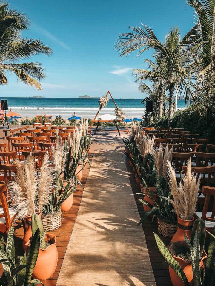 Traumhafte Hochzeitslocation am Meer mit BOHO Hochzeitsdekoration